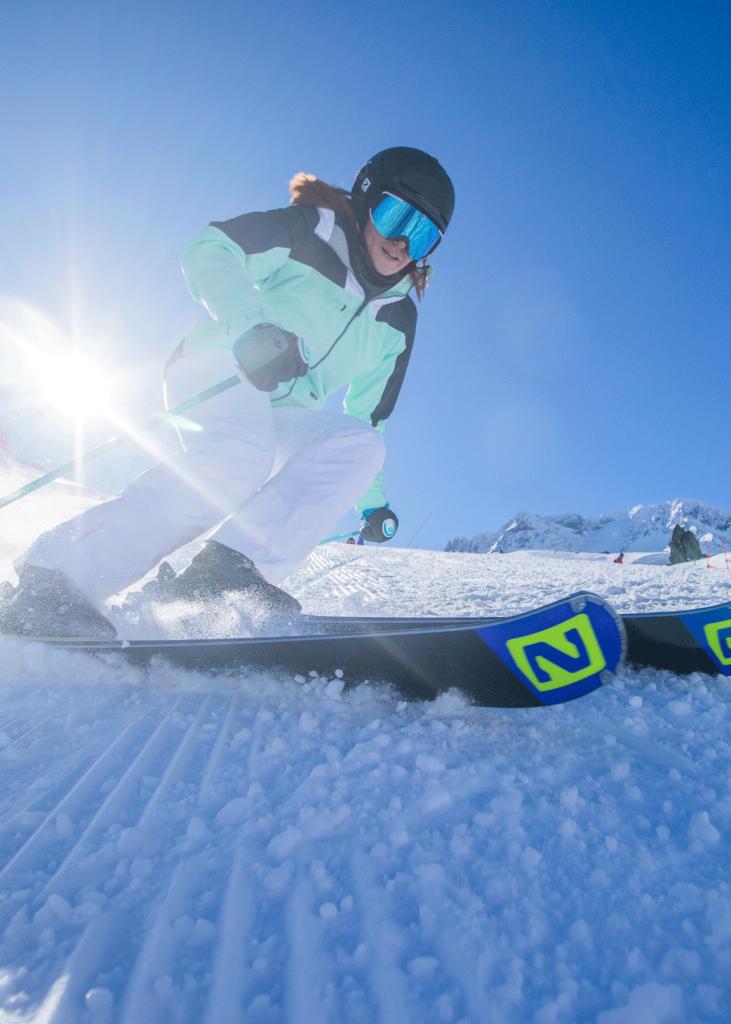 Skieuse sur les pistes