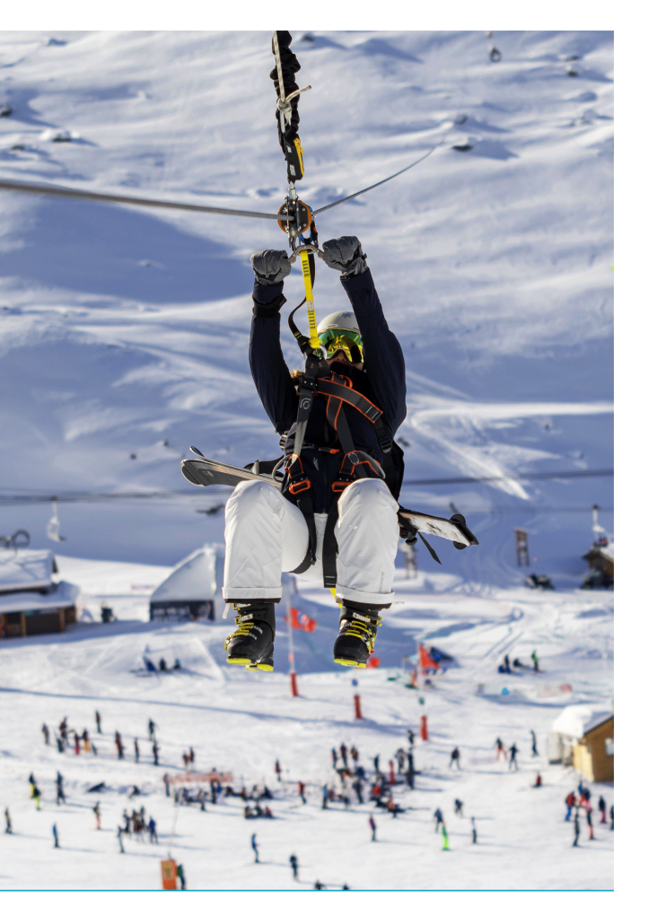 Val Thorens tyrolienne au dessus des pistes